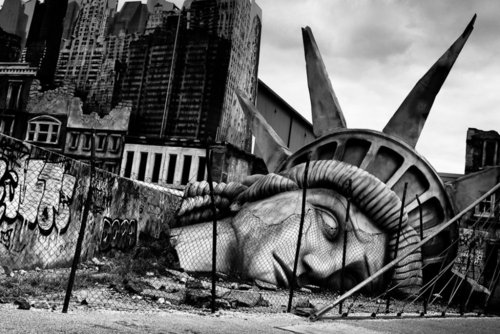 The Fall of Liberty - Photo by Øyvind Gregersen, taken at the Mirabilandia Theme Park, Emilia-Romagna, Italy (oyvindgregersen.com)